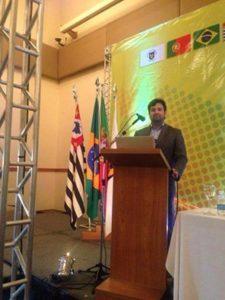 Kleber Moreira em discurso sobre seus projetos sustentáveis