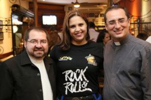 Padre Natalicio da Paroquia Divino ES , Kelly Fachinetti e Padre Marcos da Santa Edwiviges