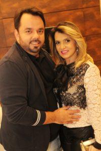 Raphael e Josiane Canovas em noite de festa