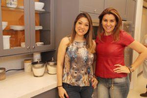 Tania Hayasaki e Gisele Toledo em dia de bolo e champanhe na Celmar